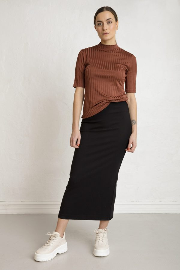 Woman in black pencil skirt and brown top