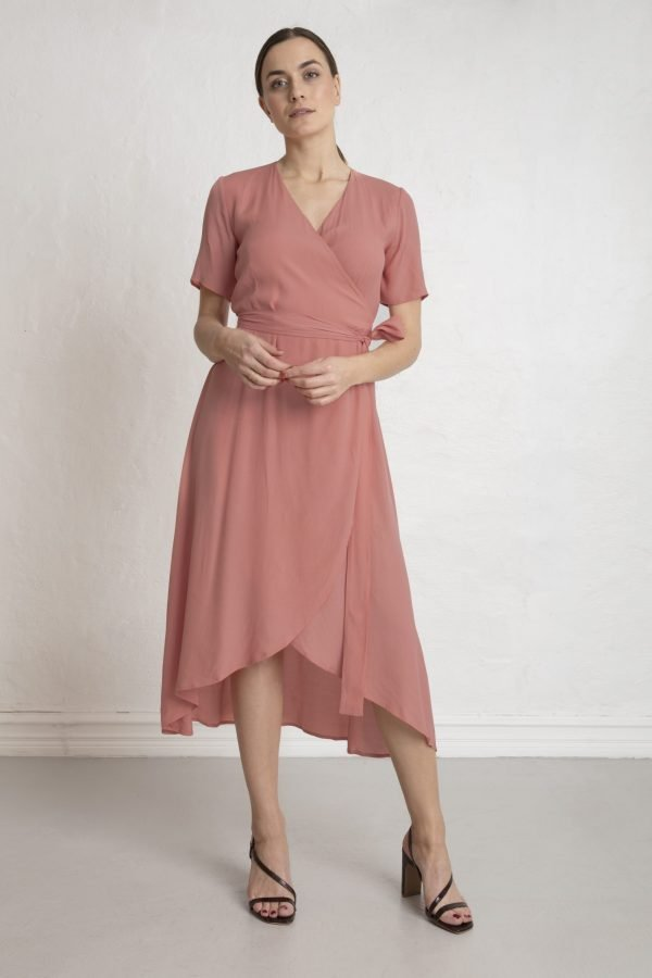 Woman in pink terra cotta wrap dress and heels