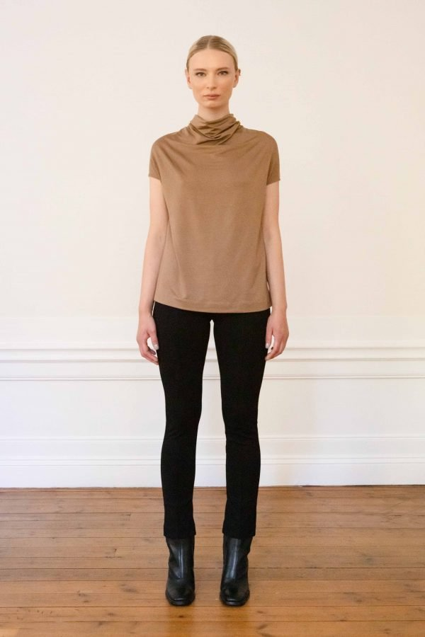Luca tencel top mole with Lou ecovero straight pants black styled with boots
