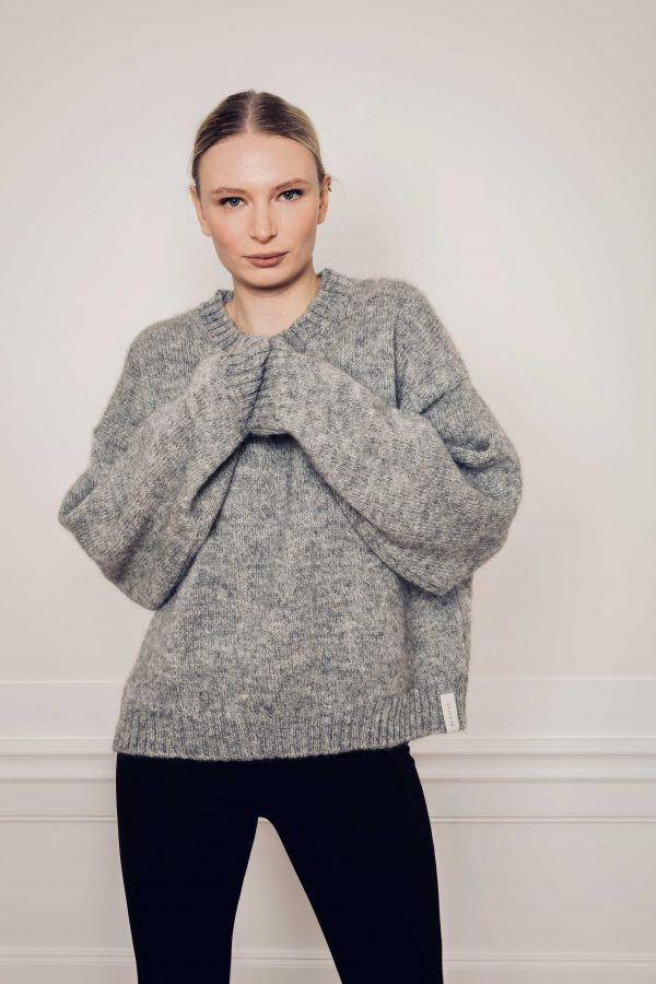 Girl wearing Ire knitted sweater in color grey