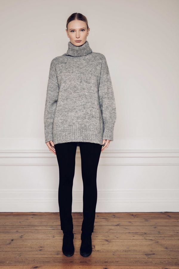 Ar knitted turtleneck Sweater with Lou Ecovero straight pants black