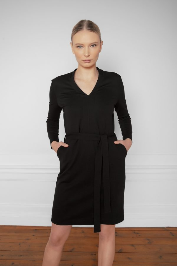 Lear Ecovero Dress Black with pockets and waist belt from the front
