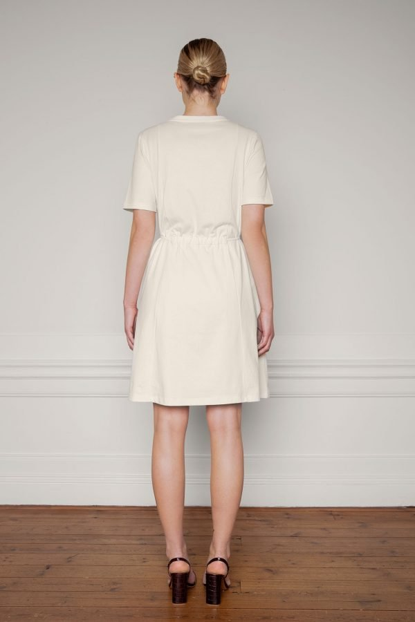 Ofelia Cotton Dress in color shell tied from the back
