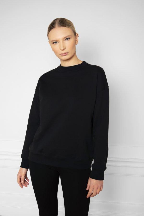 Girl wearing Ricon Sweatshirt in color Black