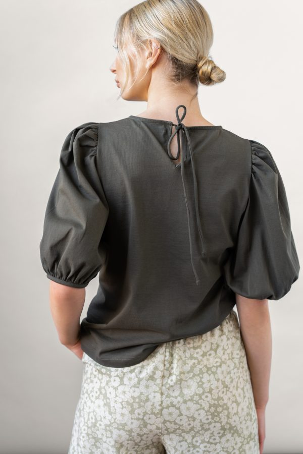 Etta Org. Cotton Puff Top in color Ink Green from the back